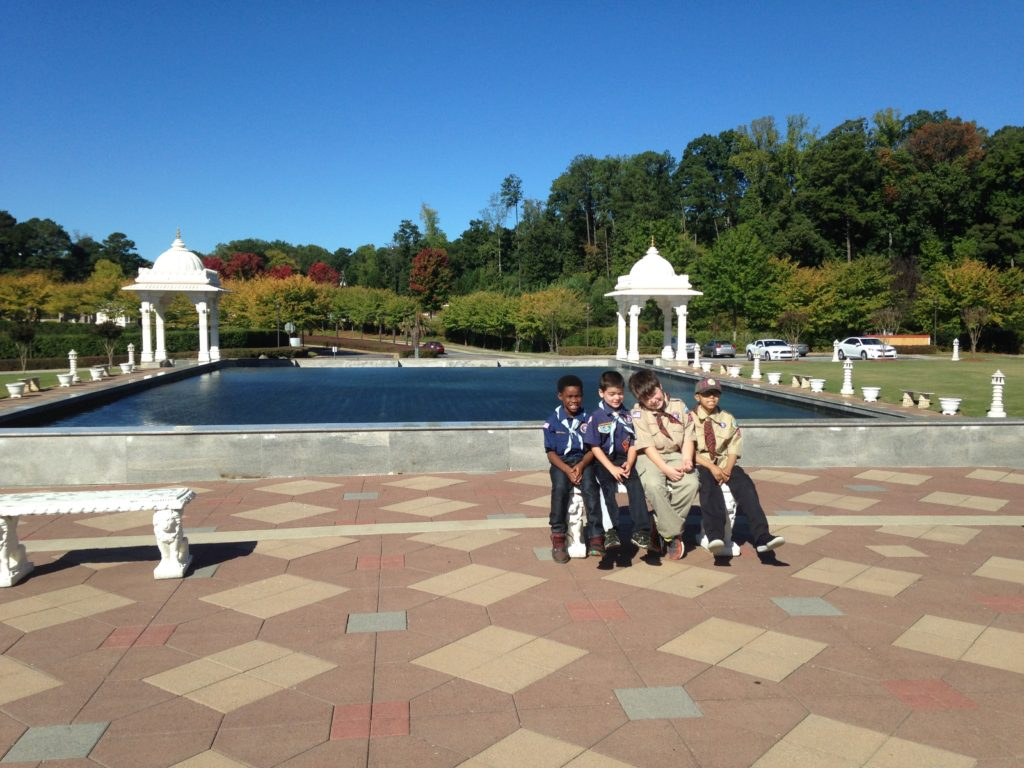 Scouts visit the reflection pool at Shri Swaminarayan Mandir